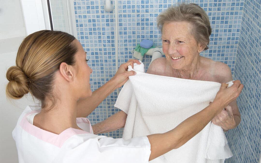 Richtiges waschen des Oberkörpers von Pflegebedürftigen