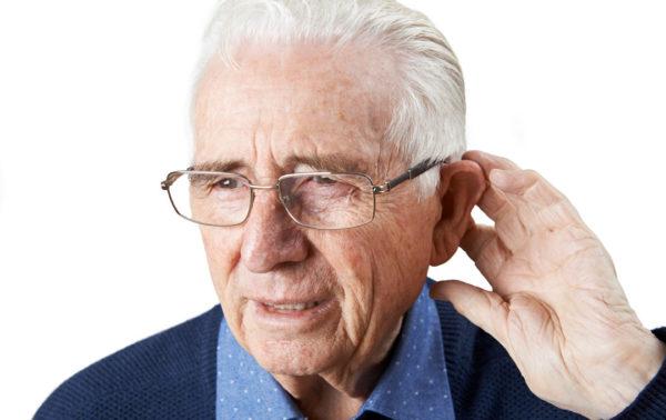Altersschwerhörigkeit kann zu sozialer Ausgrenzung führen