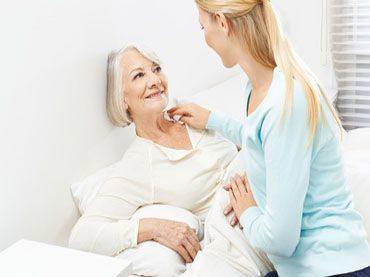 So können Aktivoveralls, Pflegebodys & Co. die Krankenpflege erleichtern