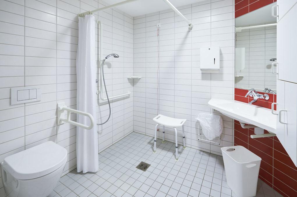 Behindertengerechtes Badezimmer.Seniorengerechter Badumbau Pflege Durch Angehörige