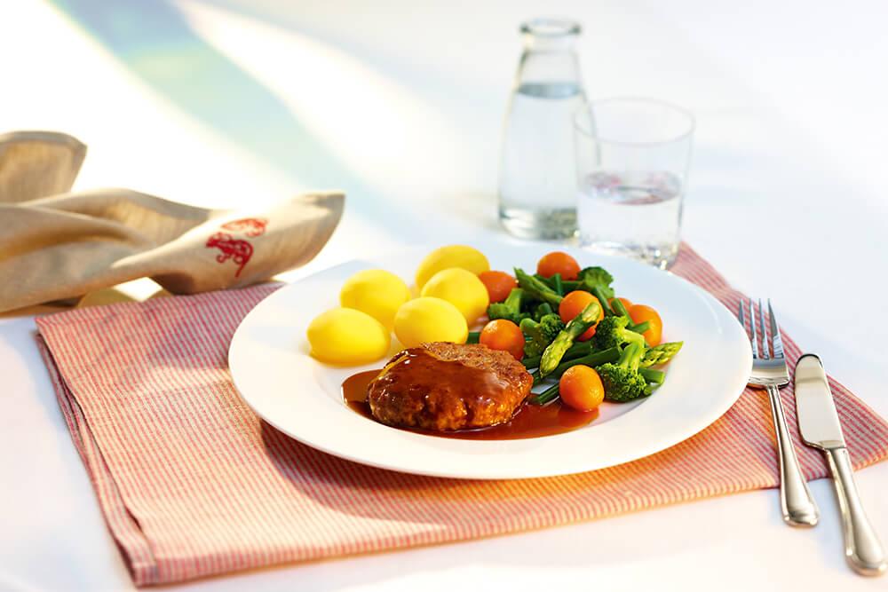 Frühstück, Mittag- und Abendessen mit ausgewogener Ernährung