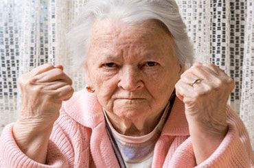 Demenz verstehen – Teil 3: Was tun, wenn Oma schreit, kratzt und schlägt