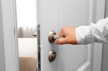 Was tun, wenn Wohnungstüren nicht rollstuhlgerecht sind