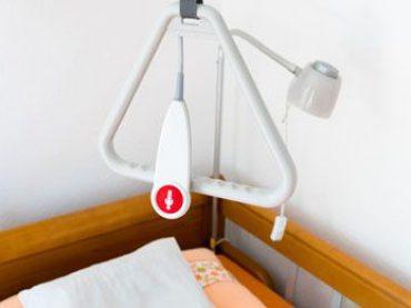 Wie wird ein Pflegebett beantragt