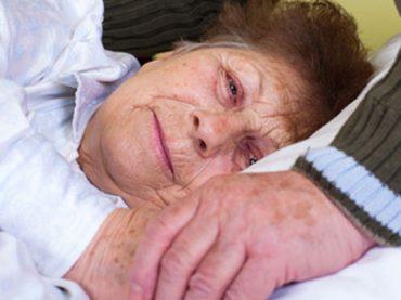 Pflege von bettlägerigen Menschen – Tipps für Angehörige