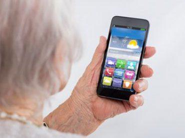 So profitieren ältere Familienmitglieder von Smartphones