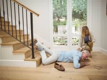Bei Arbeitsunfall in häuslicher Pflege sind Sie unfallversichert. So erhalten Sie die Leistungen!