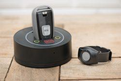 Mobiles Notrufsystem mit Notrufarmband