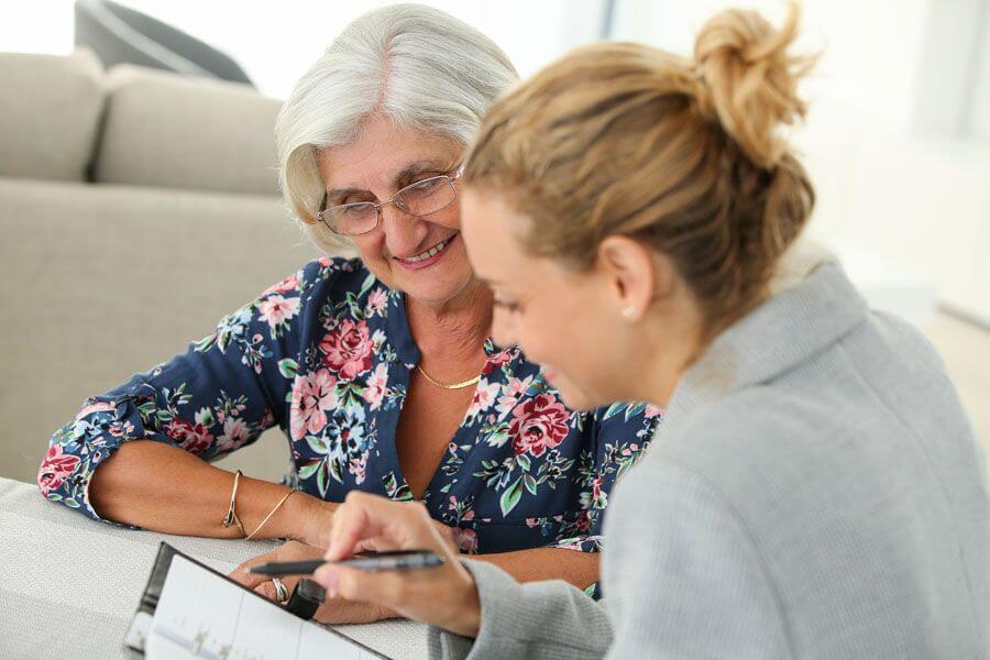 Kostenlose Pflegeberatung für Pflegebedürftige und pflegende Angehörige, inklusive Pflegeschulung und verpflichtender Beratungseinsatz