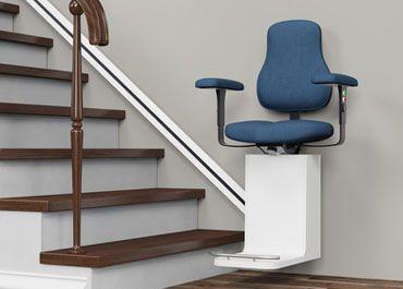 Formschöner Treppenlift, spart Platz und ist leicht zu bedienen