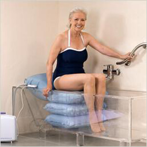 Aufblasbares Badekissen als Badewannenlift