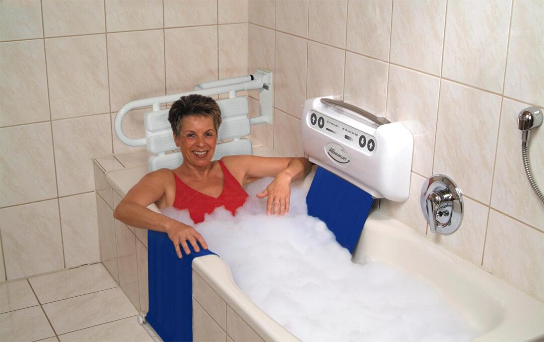 Badewannenlift für mehr Sicherheit beim Baden