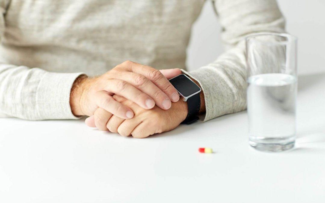 Eine Smartwatch kann Senioren mehr Sicherheit geben durch die zusätzlichen Funktionen