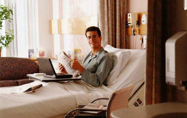 Modernes Pflegebett für Zuhause