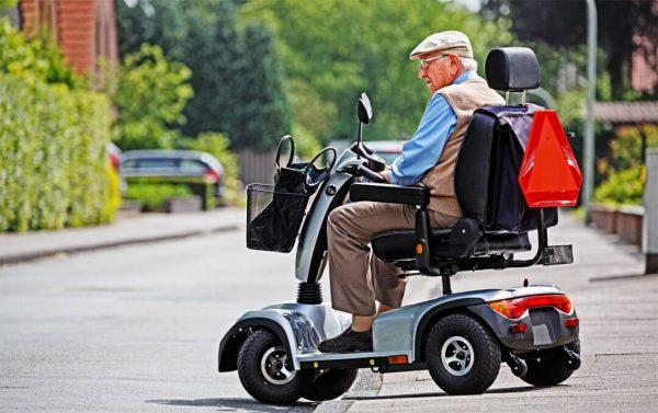 Elektromobil für Senioren und bewegungseingeschränkte Menschen